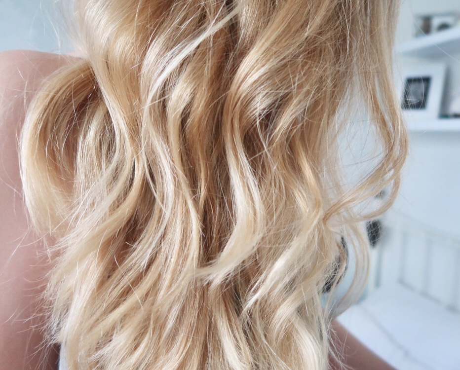 How To Achieve Effortlessly Beachy Waves Without Heat